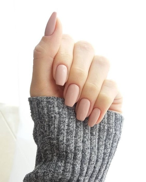 Virgo: Trendy Neutral Nails