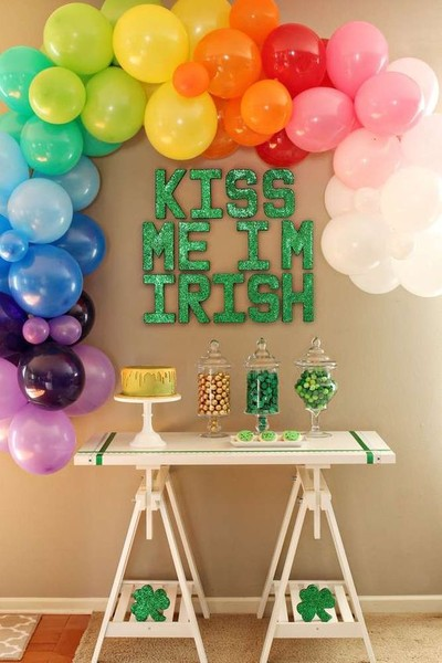 """Kiss Me I'm Irish"" Decor"