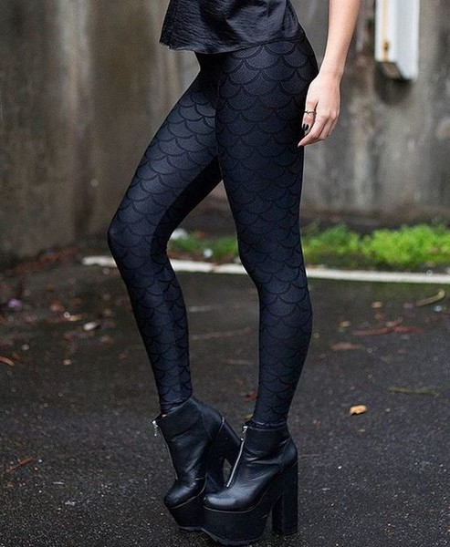 Black Scale Leggings