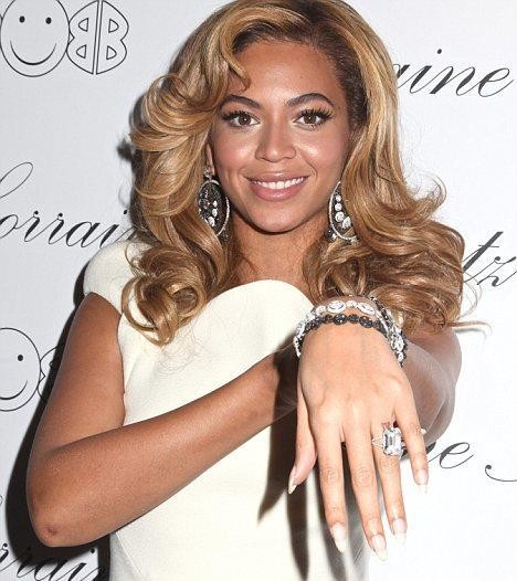rings beyonce celebrity wrapped midi images finger your billboard photos around photo gallery getty