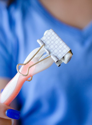 Protects Your Razor With A Binder Clip