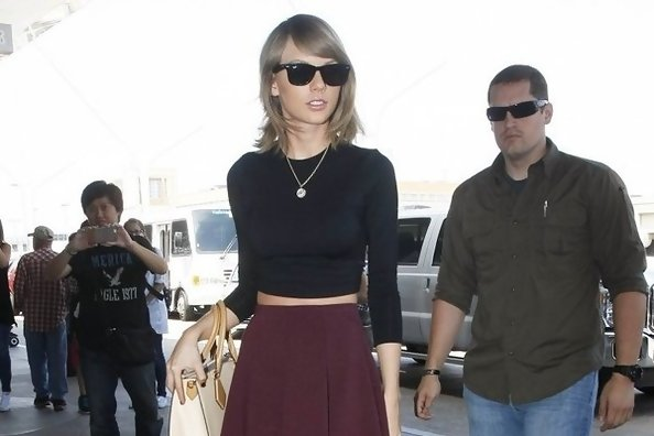 Get the Look: Taylor Swift's Chic Airport Style