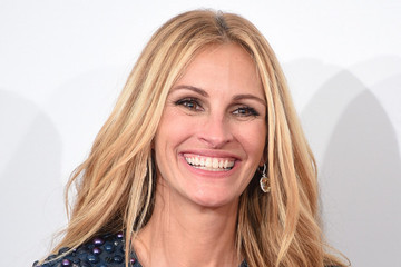 Julia Roberts' Latest Leading Role, An Accessory Named After Amal Clooney and More