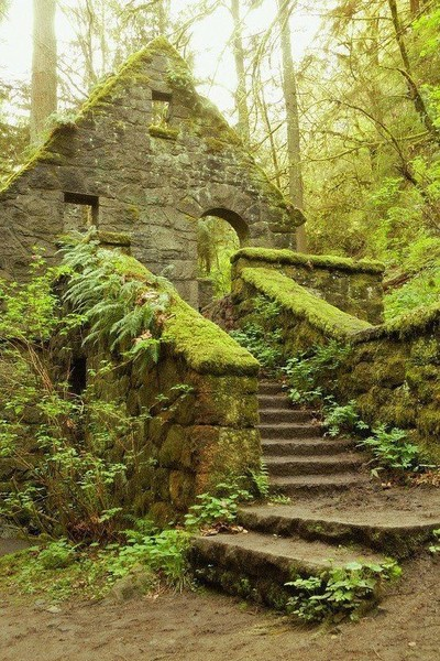 These Haunted Travel Destinations Are Not for the Faint of Heart