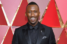 Mahershala Ali Wins Best Supporting Actor for 'Moonlight' at 2017 Oscars