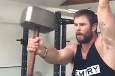 You Need to Watch Chris Hemsworth Doing Superhero Pull-Ups in a Tank Top