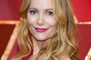 Leslie Mann Long Wavy Cut