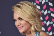 Carrie Underwood Medium Wavy Cut